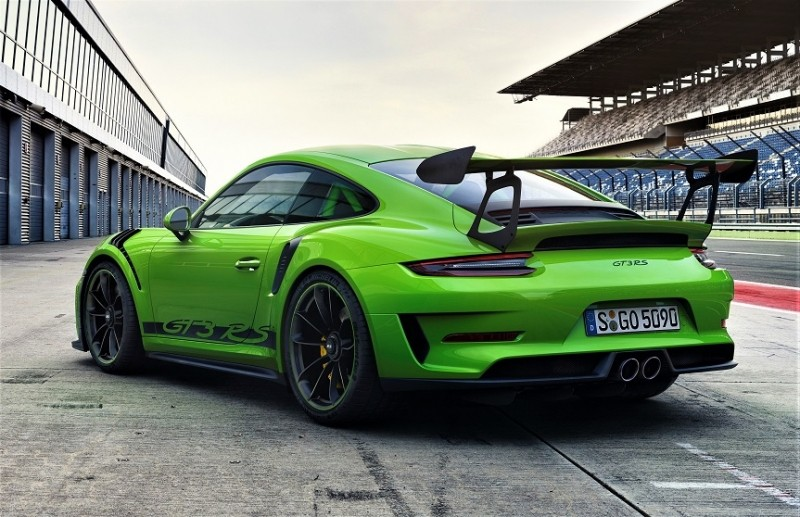 2019-porsche-911-gt3-rs-facelift-9912-leaked-looks-great-in-mamba-green_3.jpg
