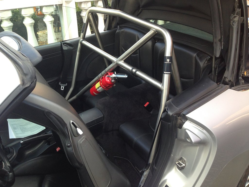 cabrio roll over bar.JPG